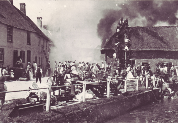 A fire in 1910 destroyed all the buildings – mostly shops – at the western end of the High Street.
