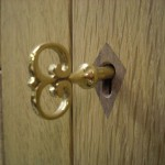 Lock escutcheon in walnut, key hand-made by locksmith